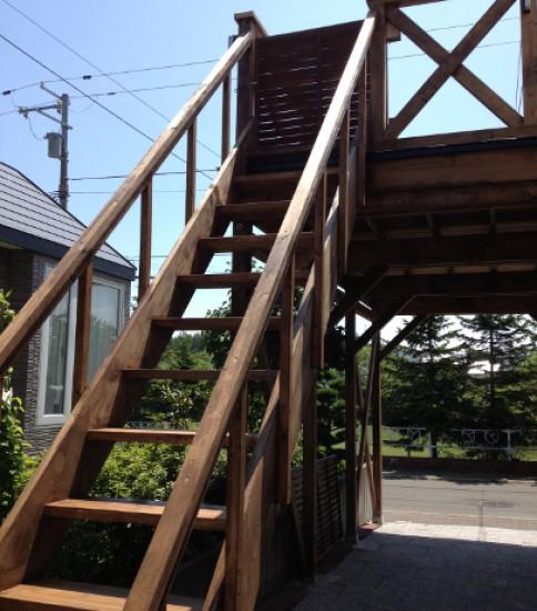 屋上付きの木製カーポート