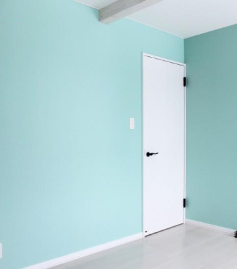 明るい色合いの女の子の部屋
